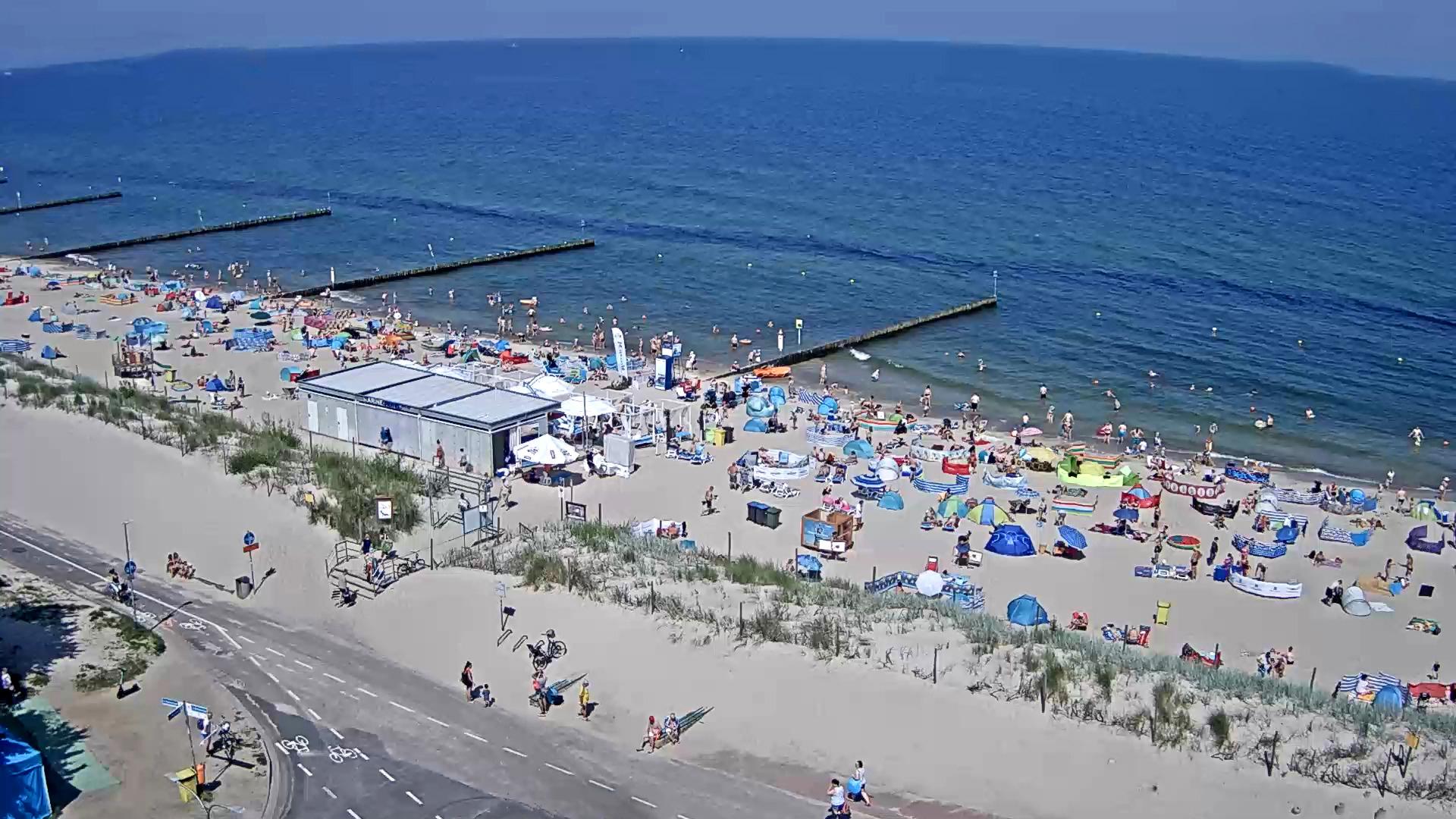 Widok na plażę przy hotelu Ikar Plaza